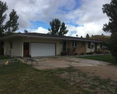 4 Bedroom/2.5 Baths on Huge Lot in Sturgis