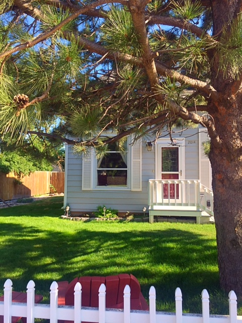 3 Bedroom Home Only 2.5 Blocks From Lazelle
